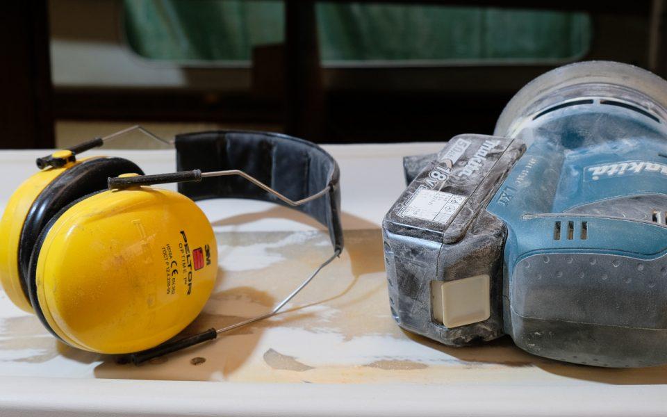 Arbeitsmittel und Gehörschutz